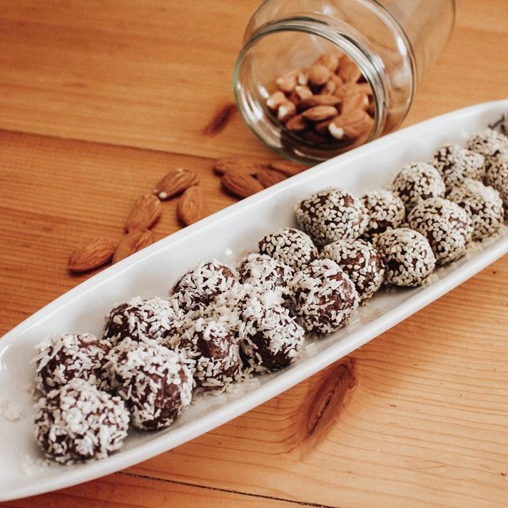 Cashew-Dattel-Kakao-Balls