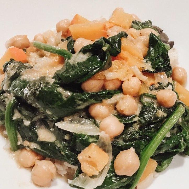 Kichererbsen-Curry mit Blumenkohlreis